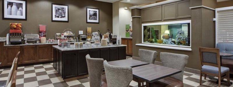 Hampton Inn breakfast room