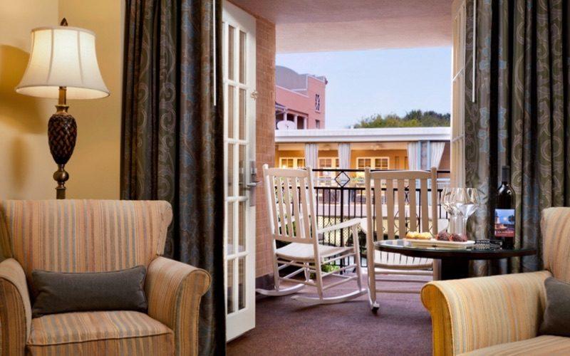 Deluxe King balcony